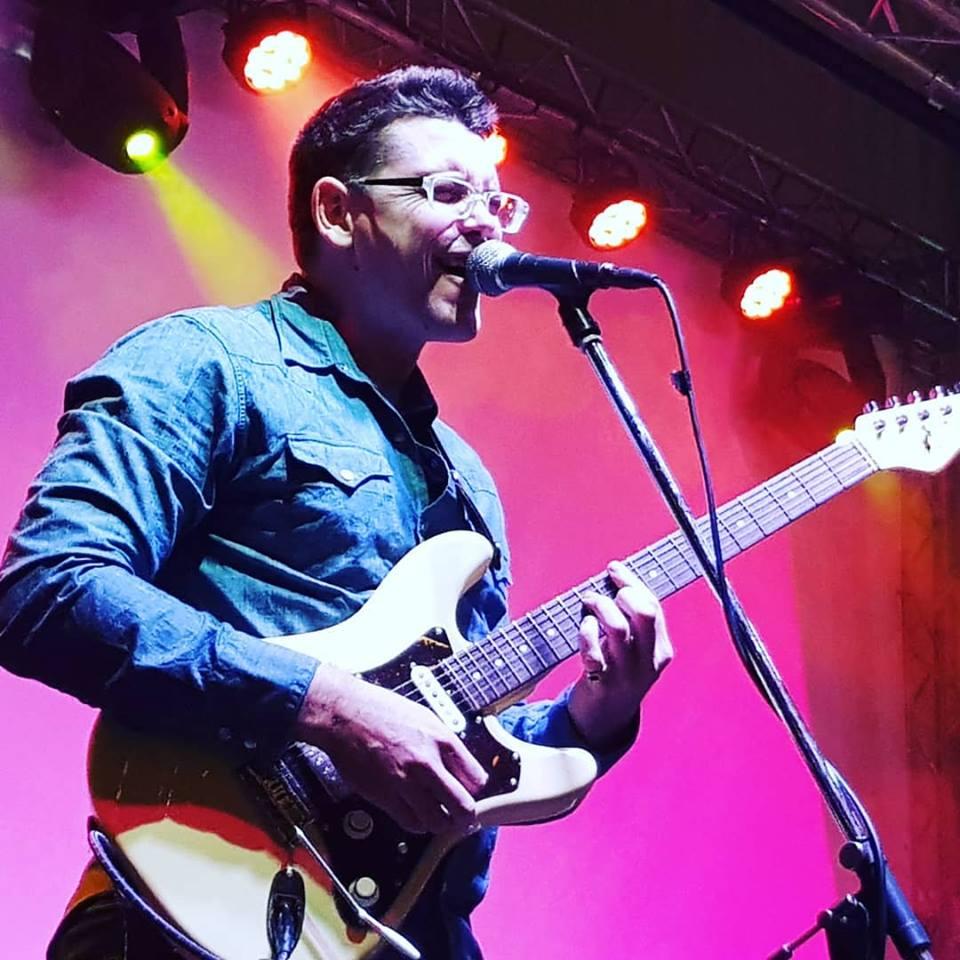 guitar-lessons-Nathan-Leonard-Guitar-teacher-capalaba-redlands-Resonate-Music